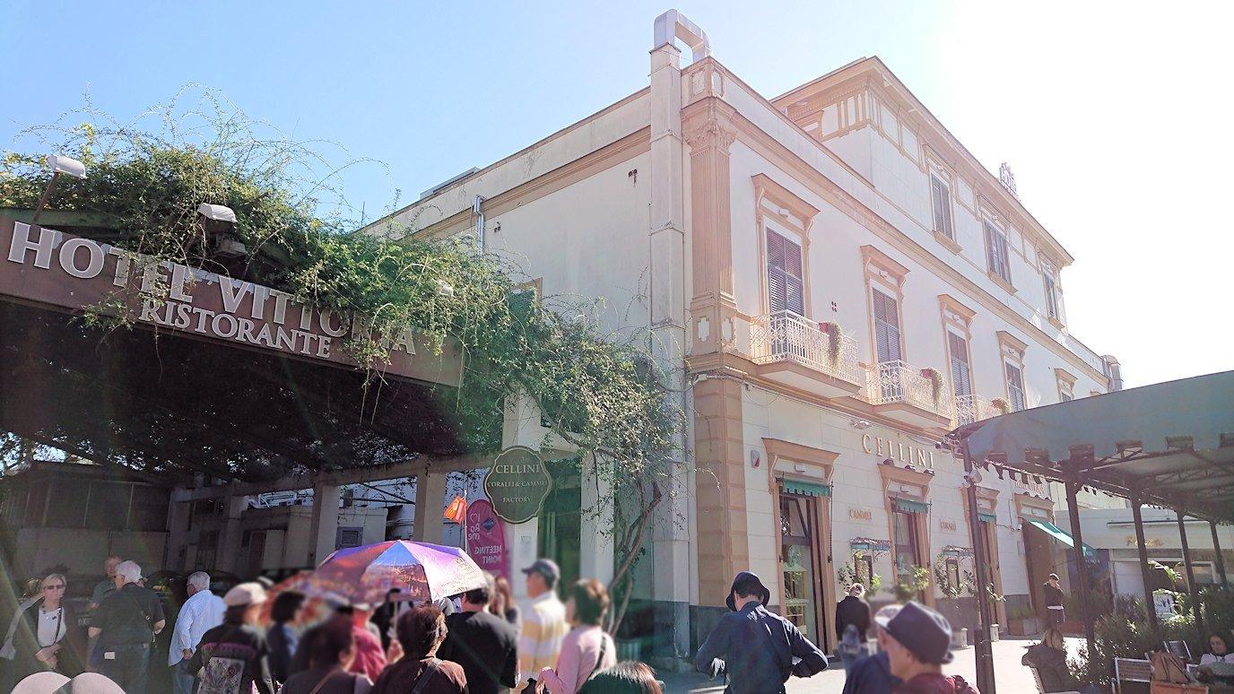 ポンペイ遺跡前のカメオのお土産店