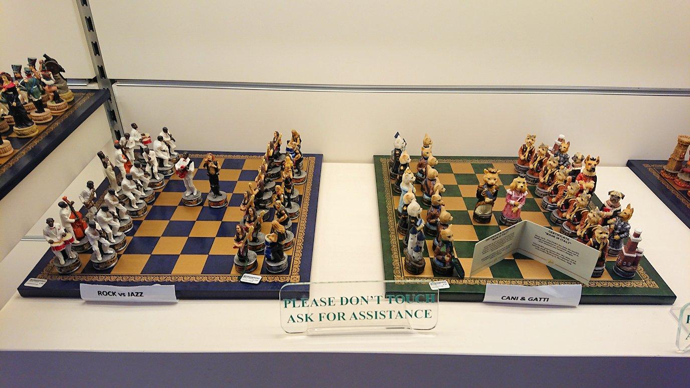 ポンペイ遺跡前のカメオのお土産店内の可愛いチェス盤3