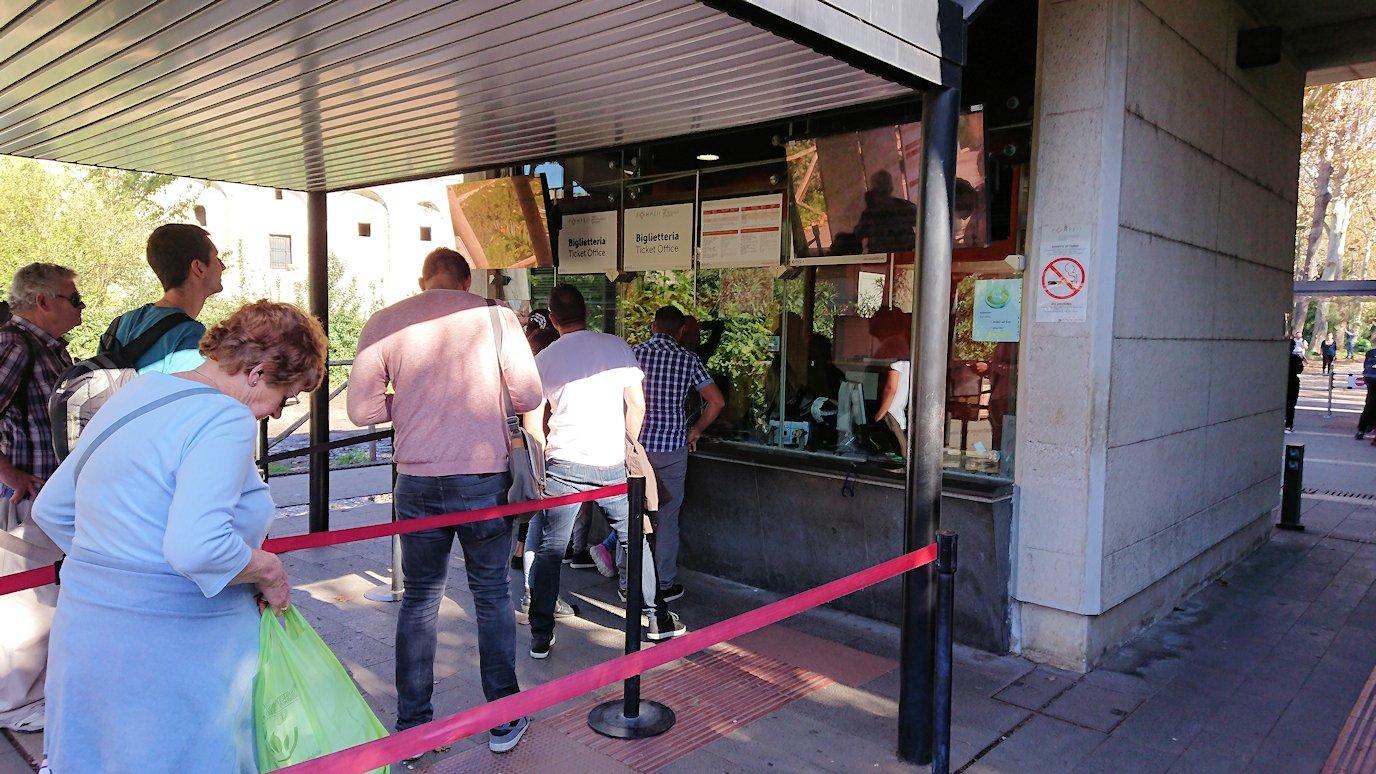 ポンペイ遺跡の入口のチケット販売所