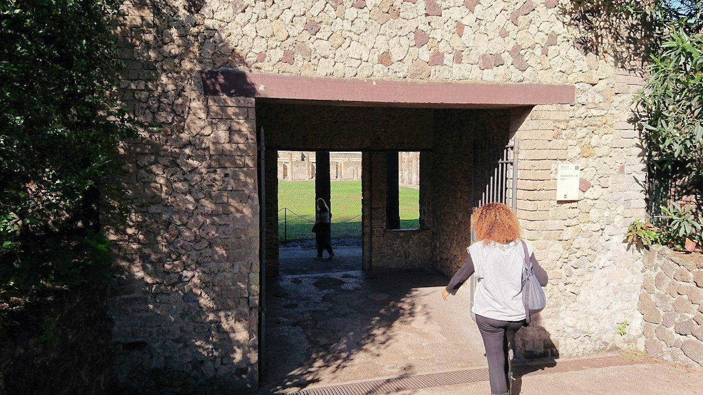 ポンペイ遺跡の入場してからすぐの遺跡