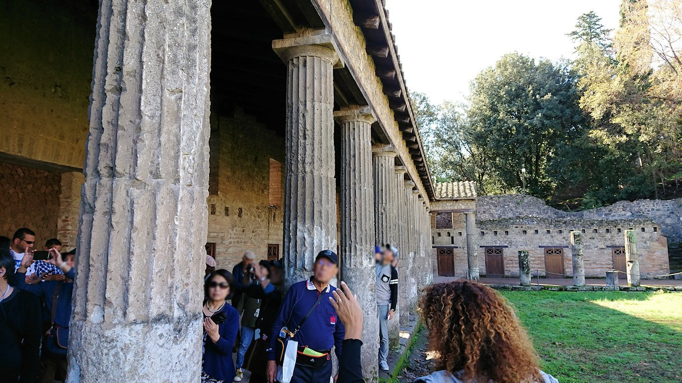 ポンペイ遺跡にあった柱の様子1