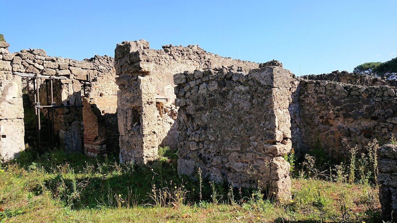 ポンペイ遺の家の跡を見学6