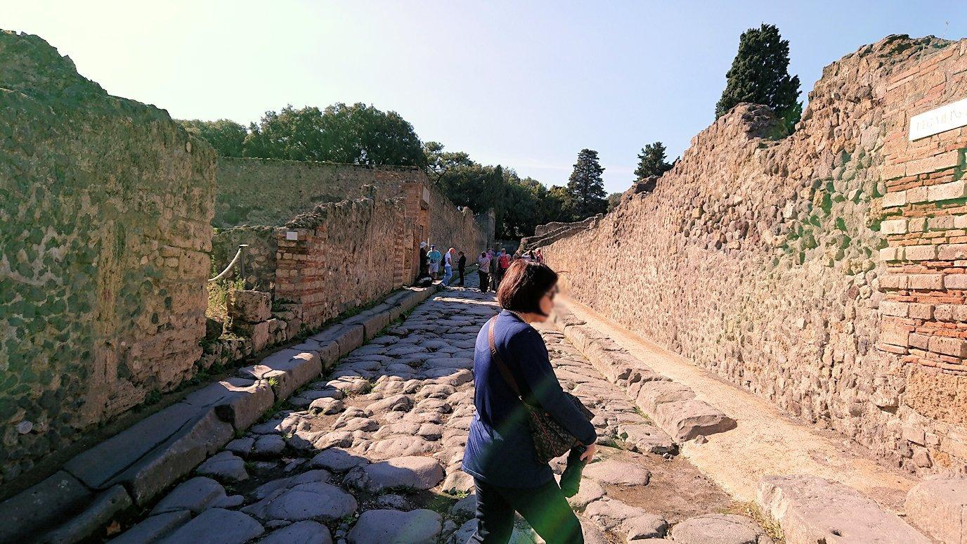 ポンペイ遺跡の道から見た風景3