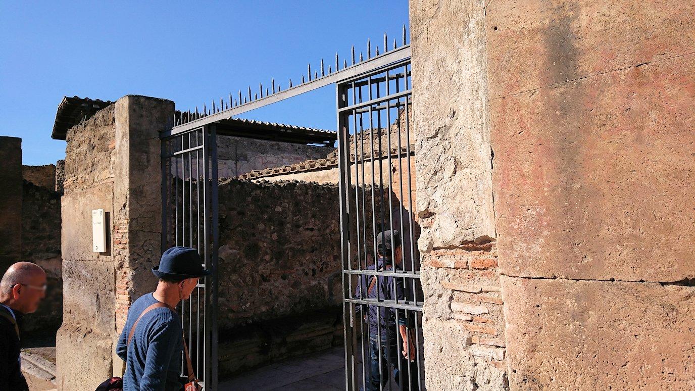 ポンペイ遺跡の大浴場の入口