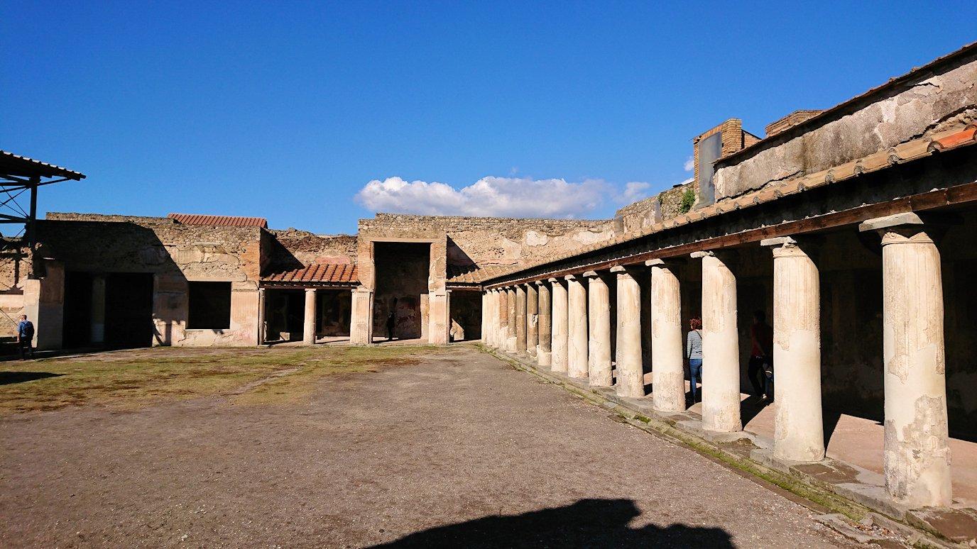 ポンペイ遺跡の大浴場広場2