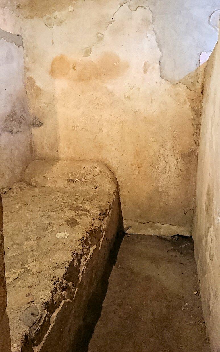 ポンペイ遺跡の娼婦の館の内部見学2