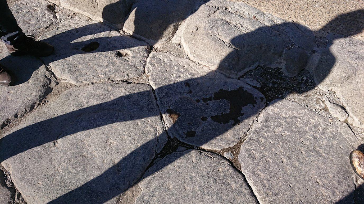ポンペイ遺跡の娼婦館の道標で遊ぶ