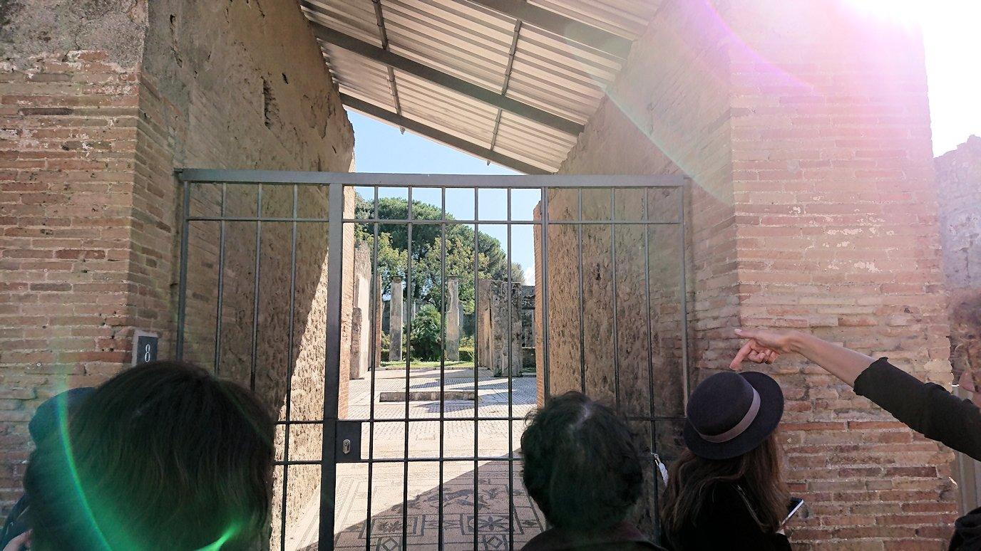 ポンペイ遺跡の広場前の柵