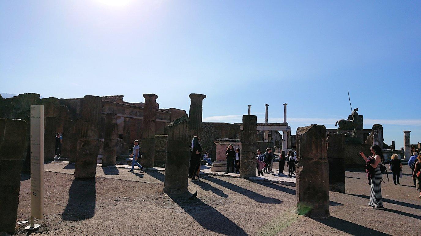 ポンペイ遺跡のフォロ広場の様子
