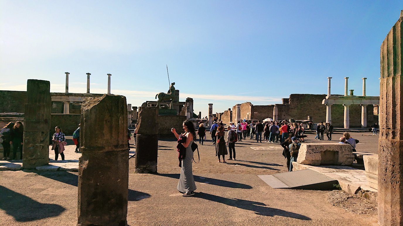 ポンペイ遺跡のフォロ広場の様子2