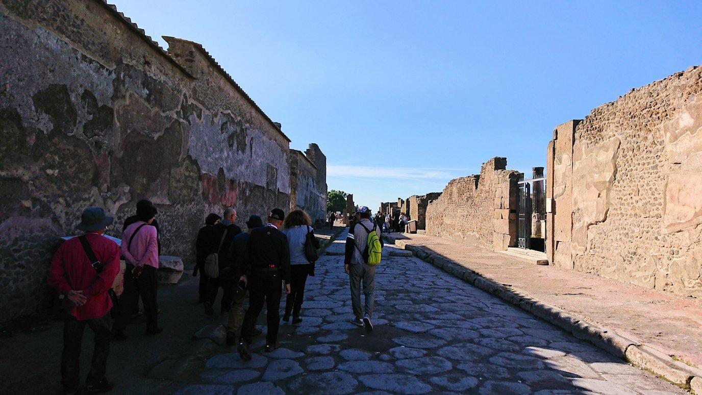 ポンペイ遺跡のフォロ広場から歩く