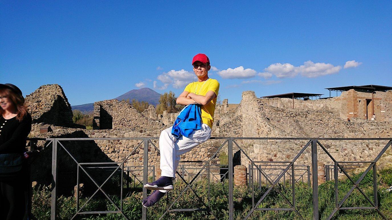 ポンペイ遺跡の端で記念撮影3