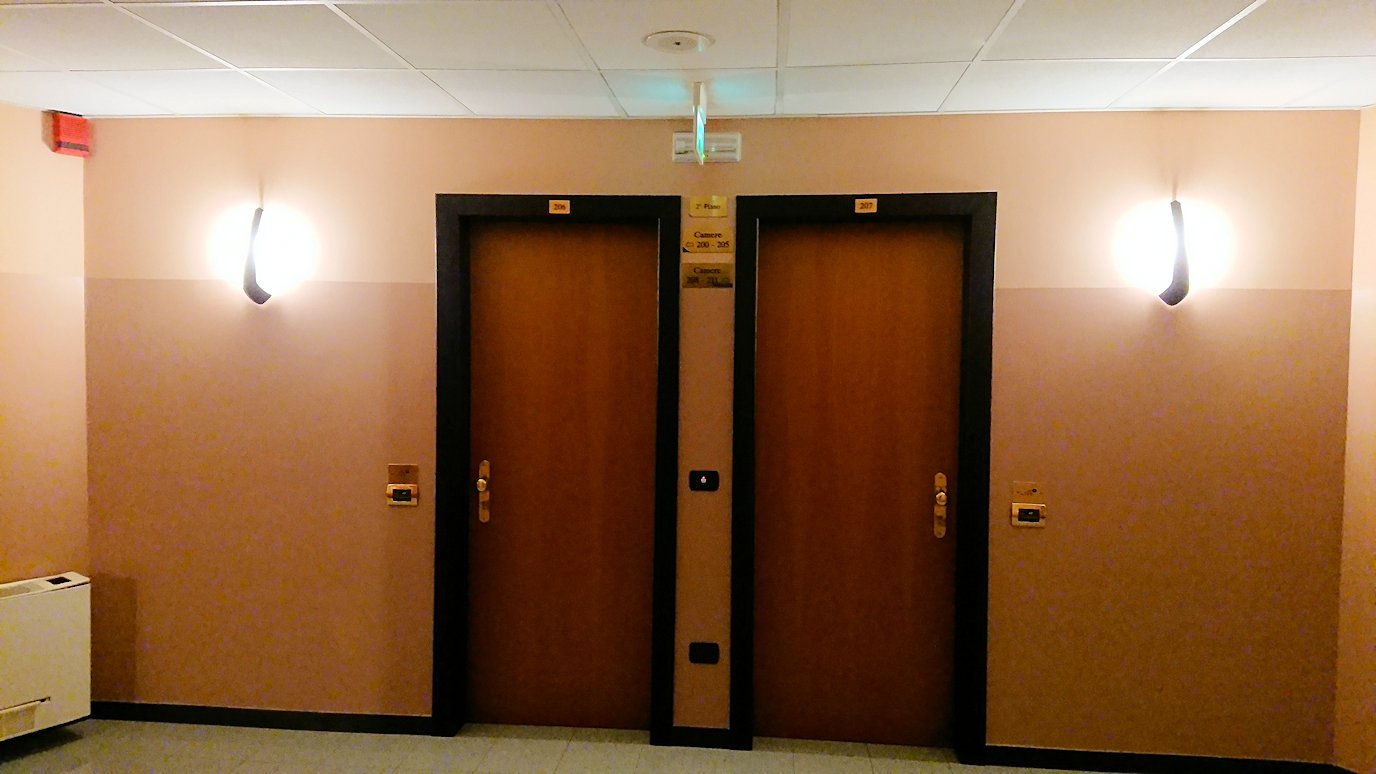アルベロベッロのホテルの部屋のドア