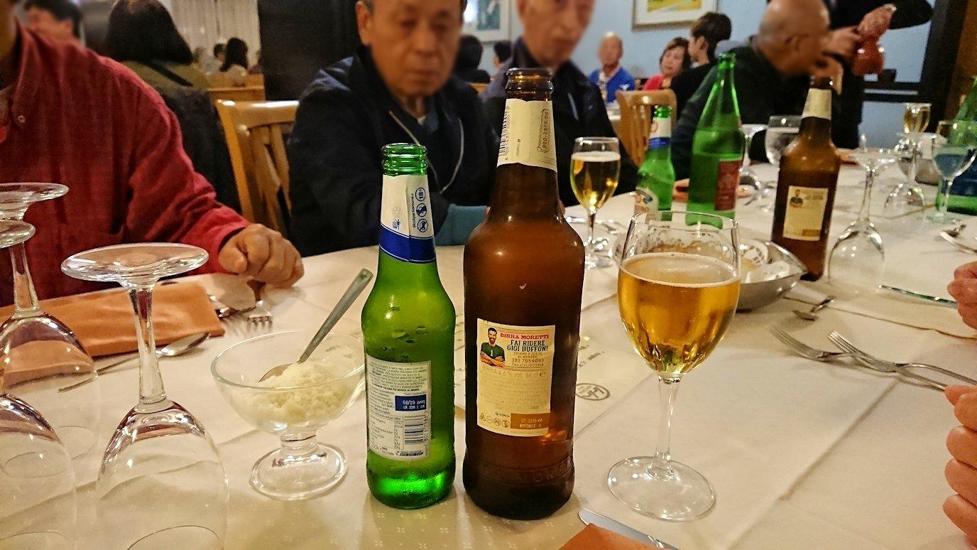 アルベロベッロのホテルの夕食会場でのビール2