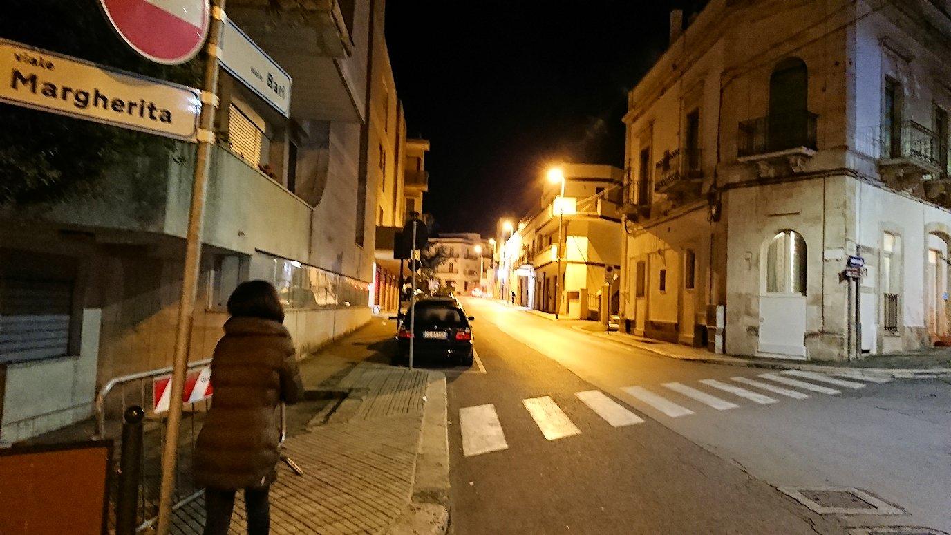 夜のアルベロベッロ探索に出発