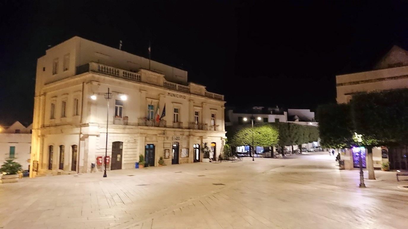 夜のアルベロベッロのジアンジローラモ広場2