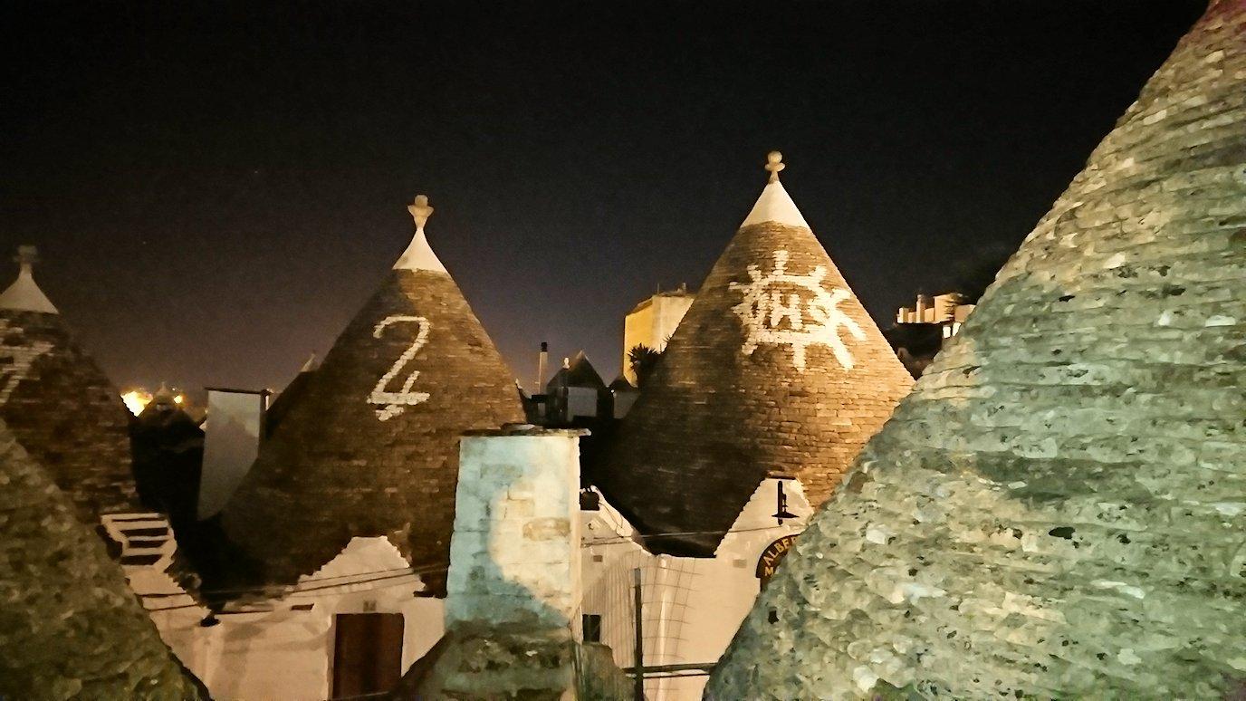 夜のアルベロベッロのモンティ地区の陽子さんの店の屋上3