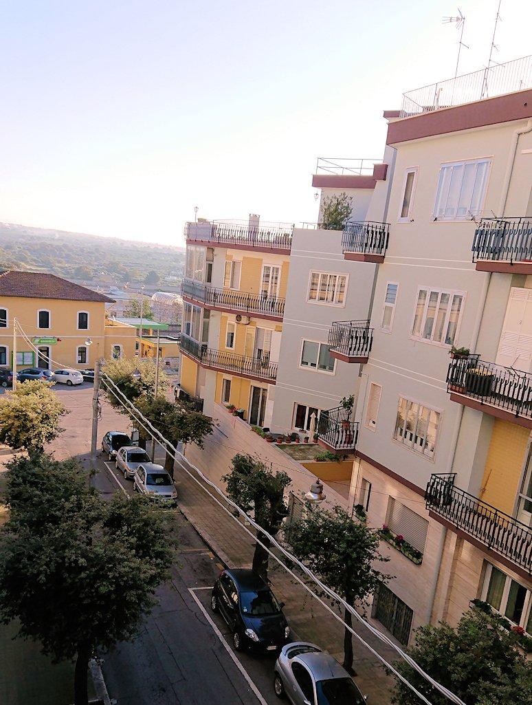 朝のアルベロベッロでのホテルからの風景
