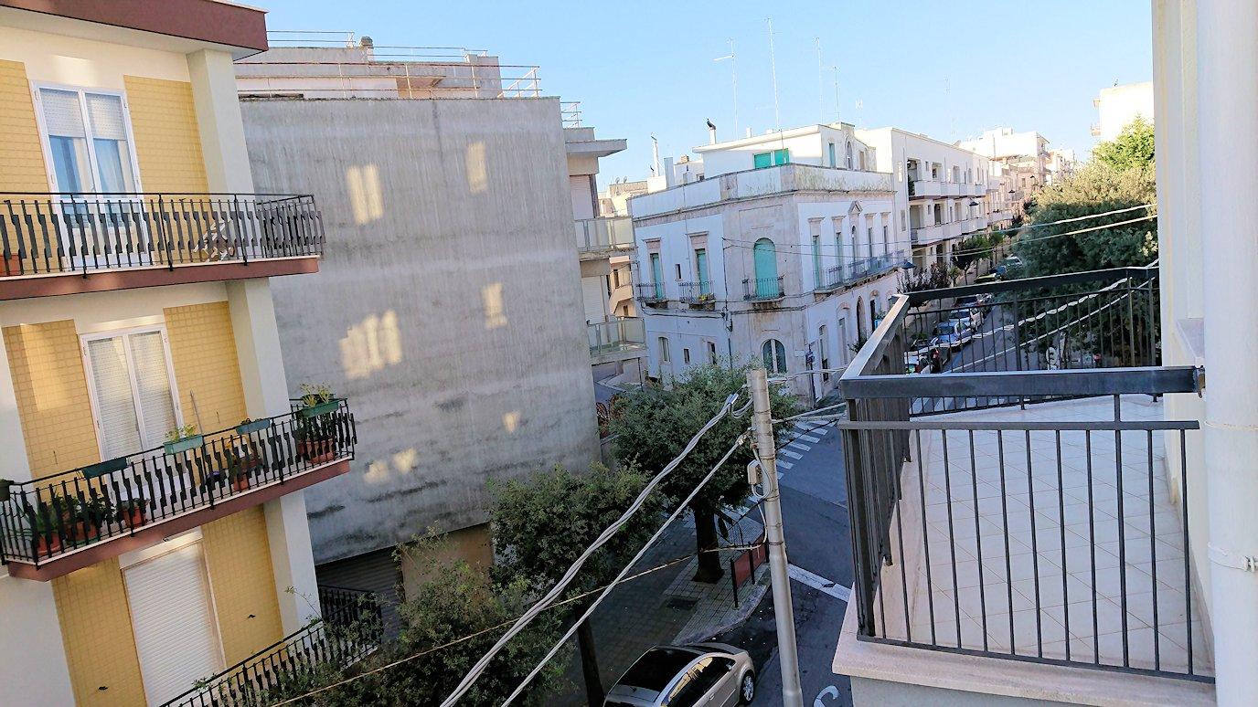 朝のアルベロベッロでのホテルからの風景2