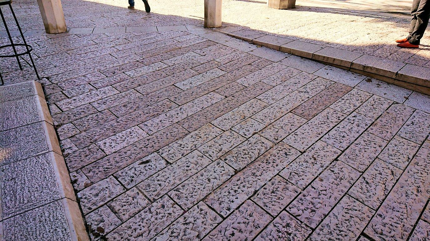 マテーラのヴィットリオ・ヴェネト広場の地面