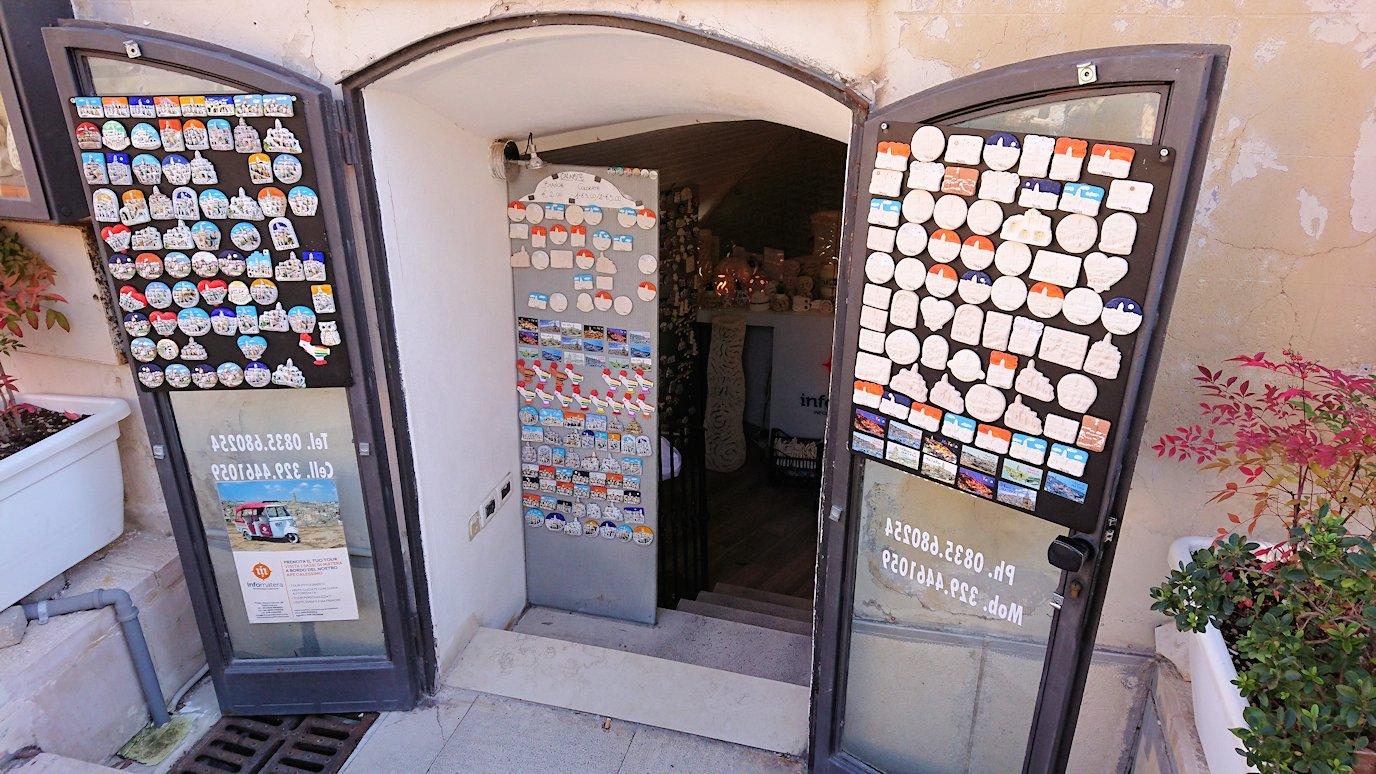 マテーラのヴィットリオ・ヴェネト広場の土産物店