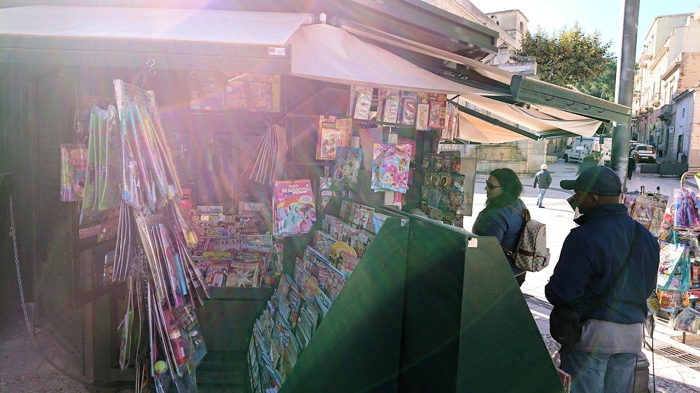 マテーラのヴィットリオ・ヴェネト広場の露店の様子