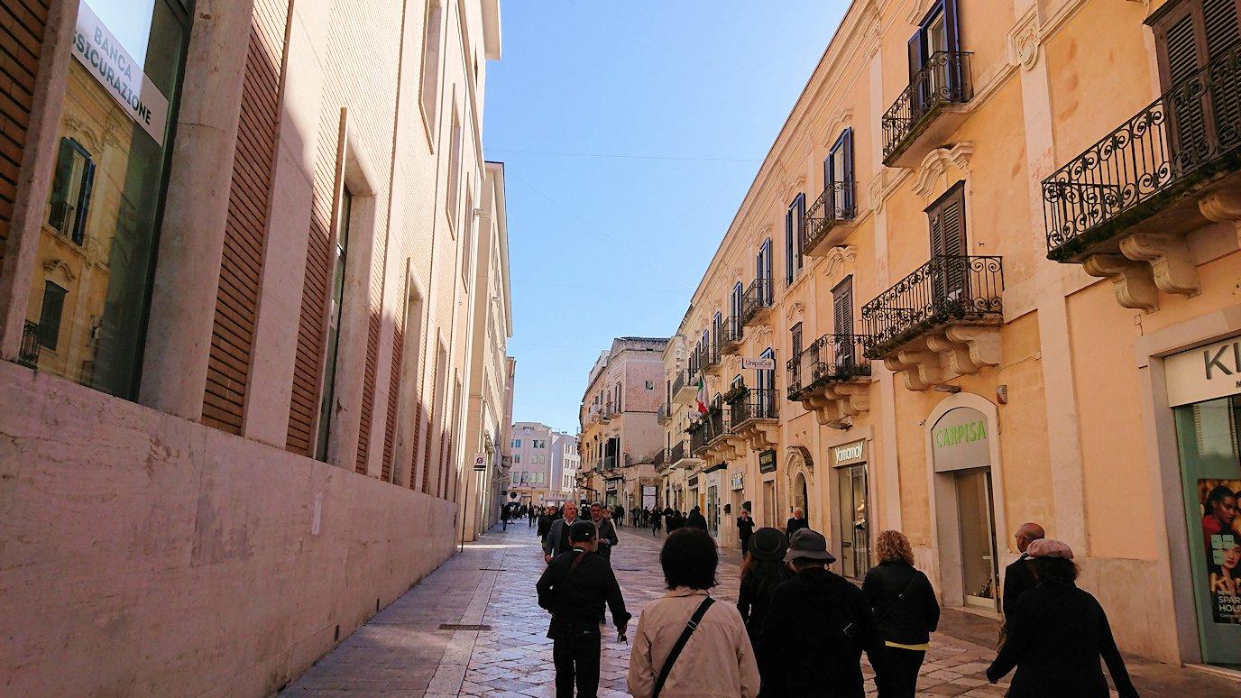 マテーラの街の中心部の広場から歩く6