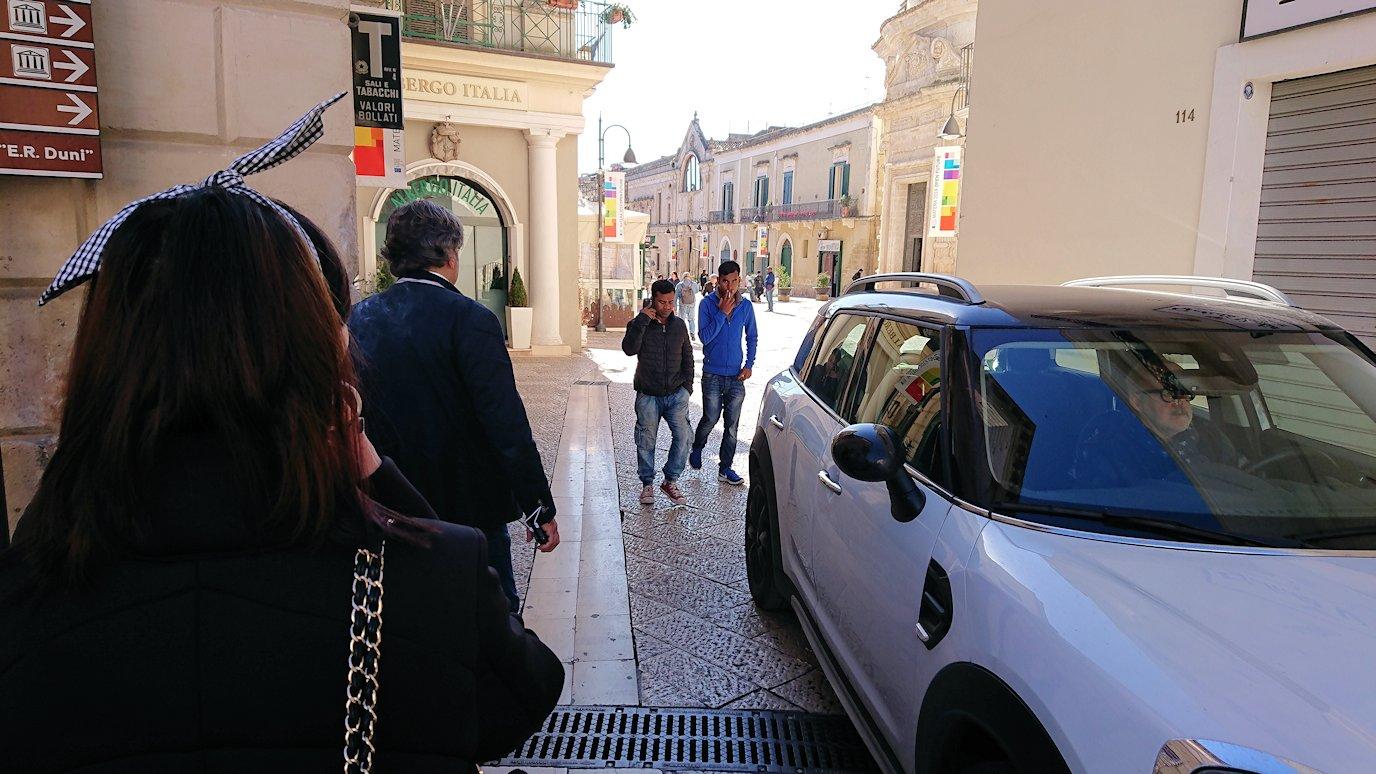 マテーラの街の中心部からコルソ通りには車も通る