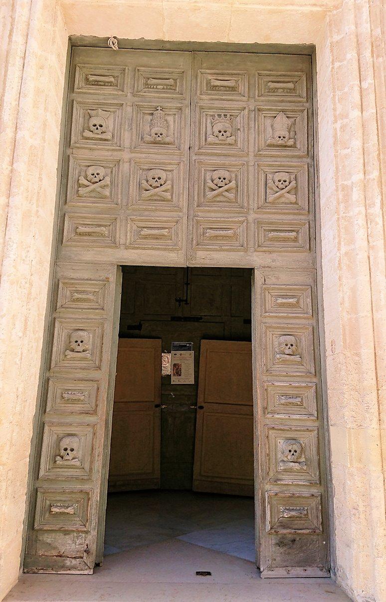 マテーラの街の中心部からコルソ通りの別の教会の扉