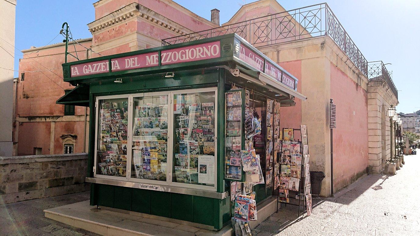 マテーラの街の中心部からコルソ通りの土産物店