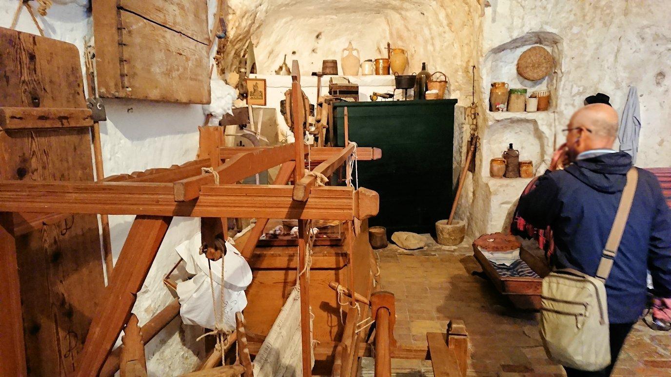 マテーラの洞窟住居の内部を見学
