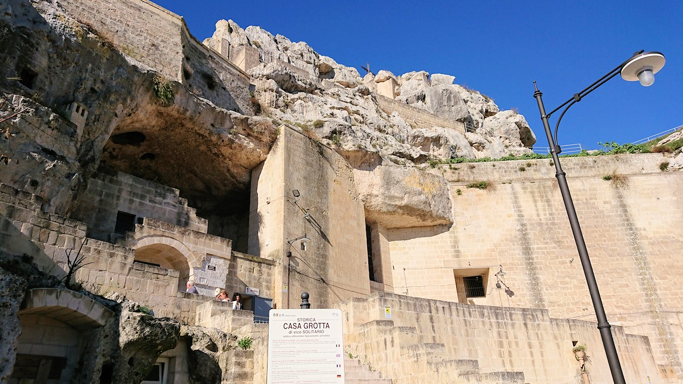 マテーラの洞窟住居の内部を見学終了2