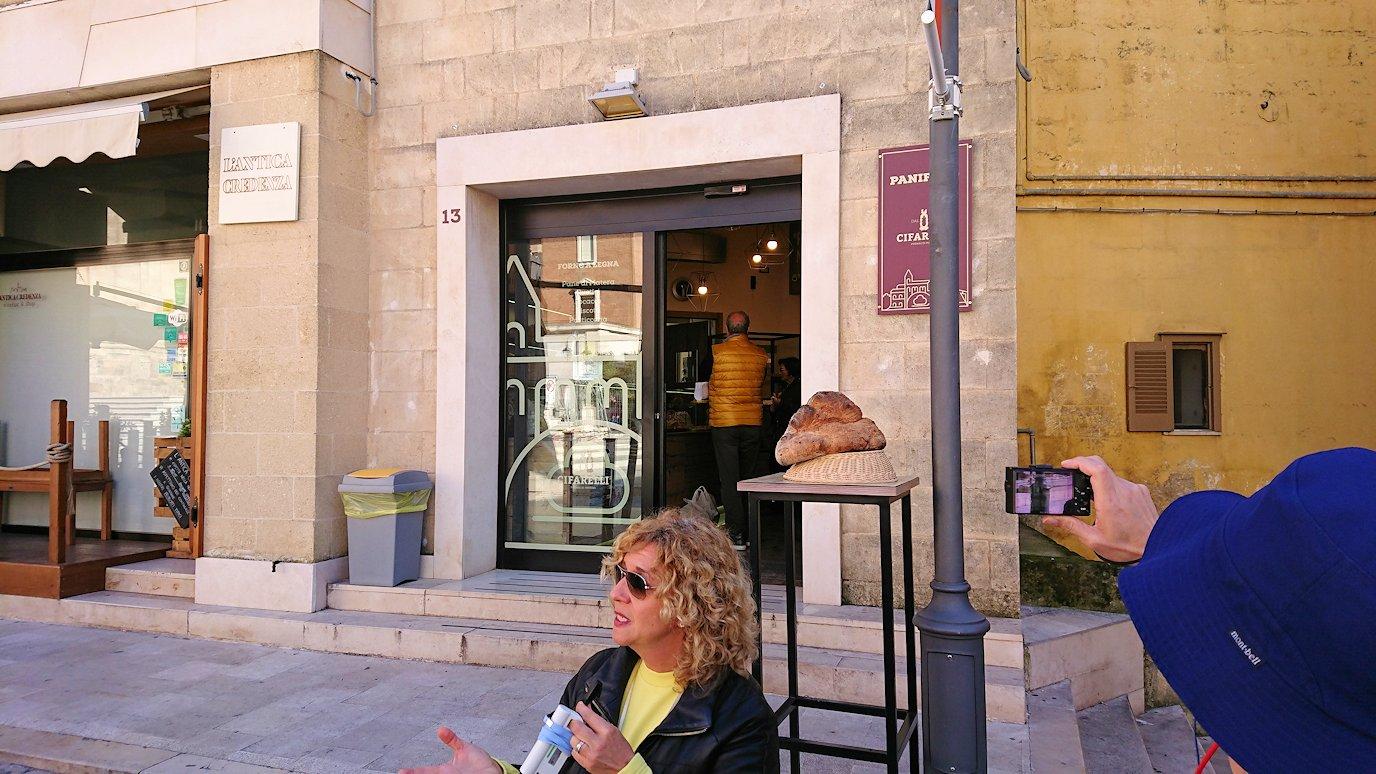 マテーラの街の広場近くのパン屋さん