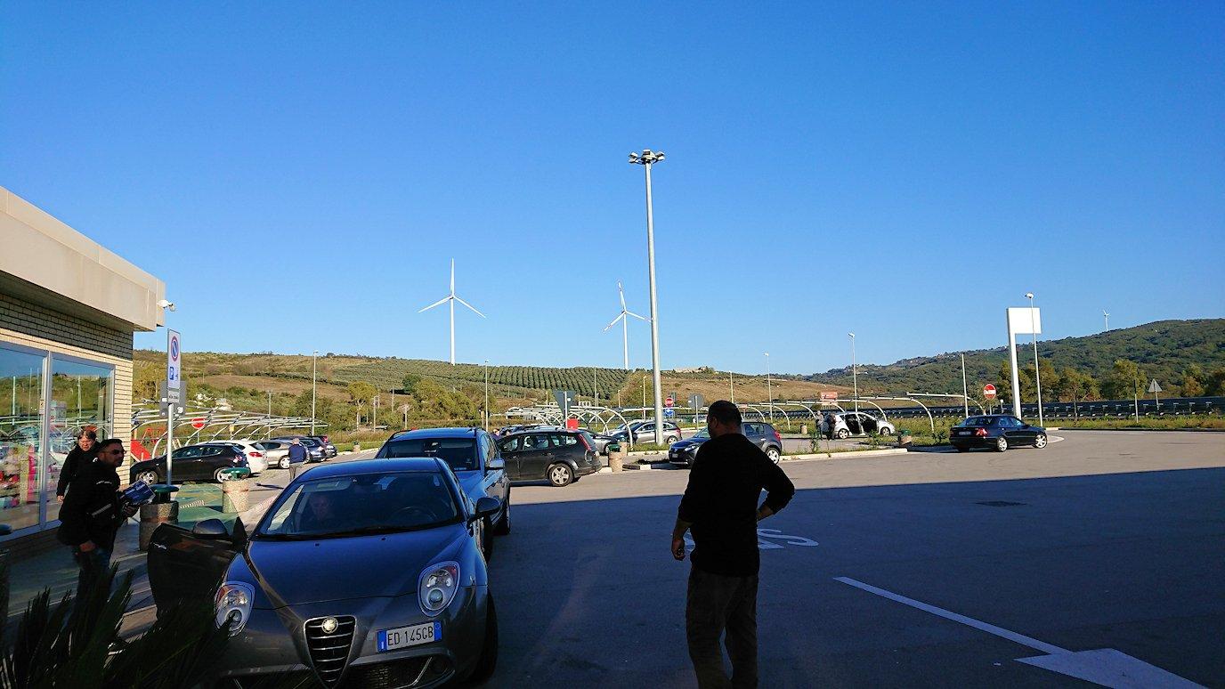 ナポリに向かう途中のガソリンスタンドで休憩3
