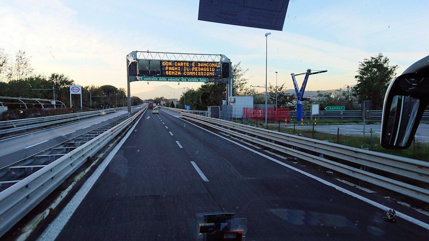 ナポリに向かう途中の道路から見た風景2