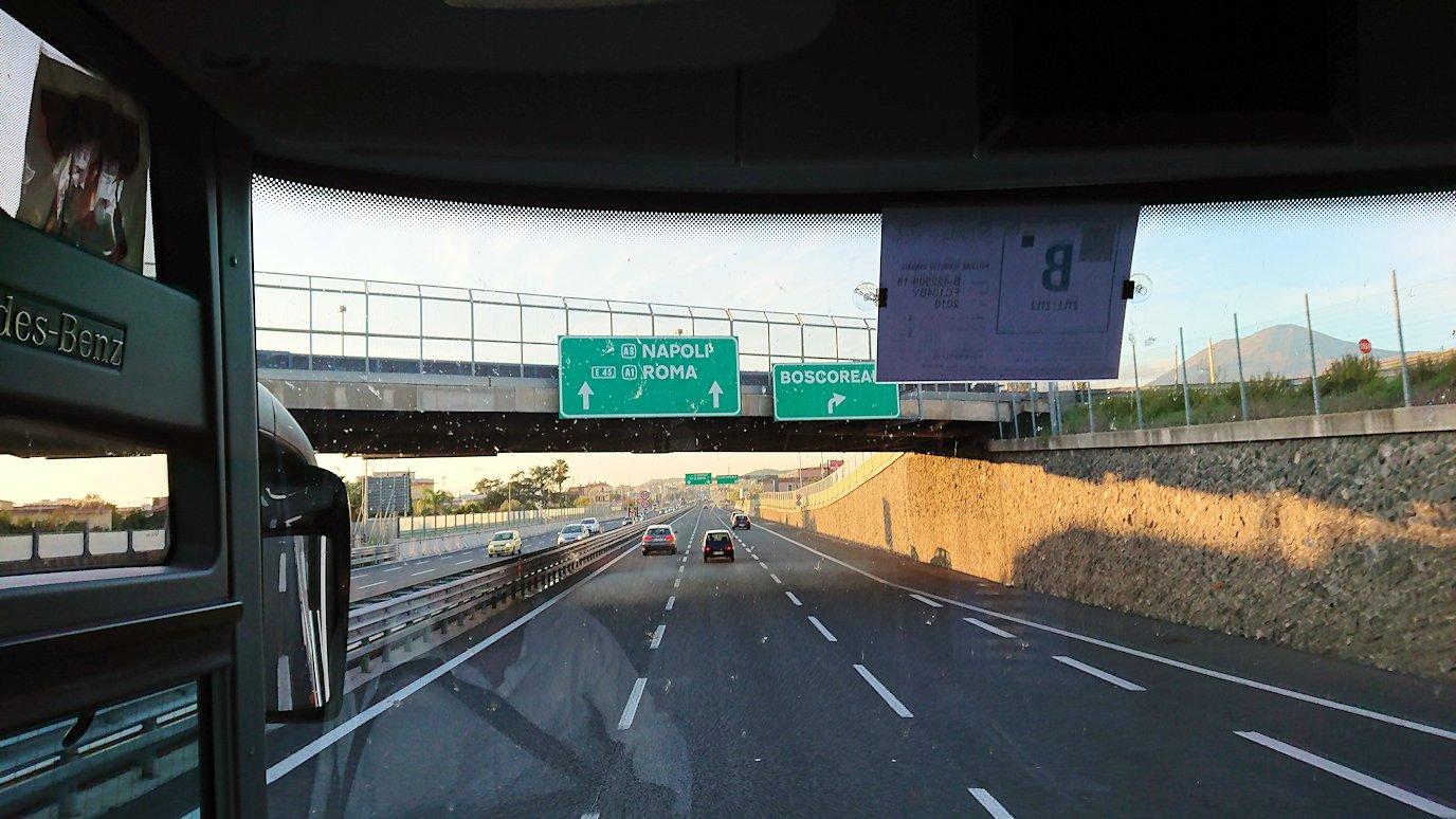 ナポリに向かう途中の道路から見た風景4