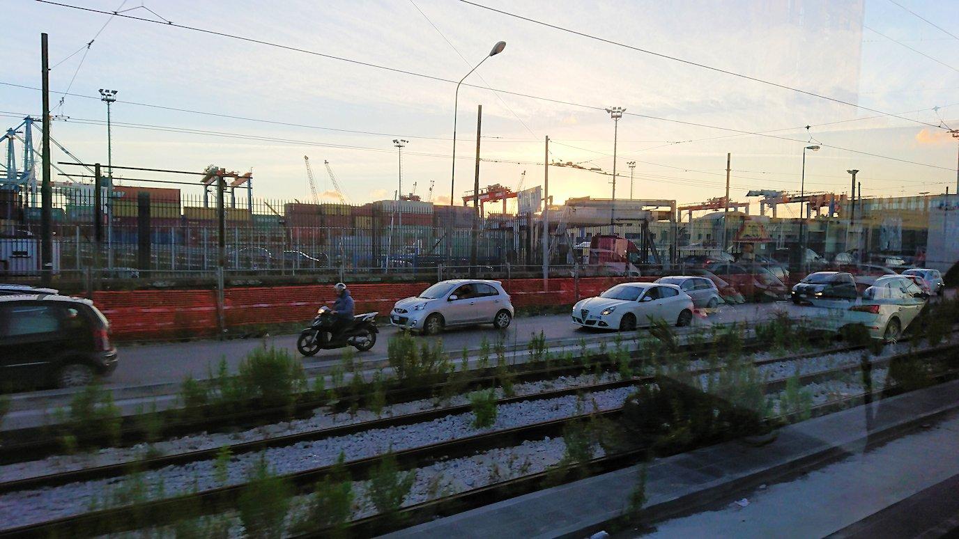 ナポリの道路から見る街並み