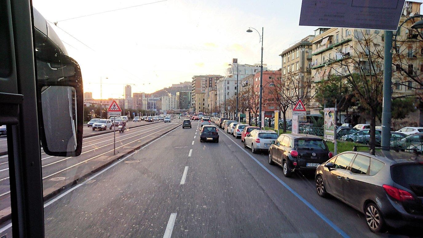 ナポリの道路から見る街並み5