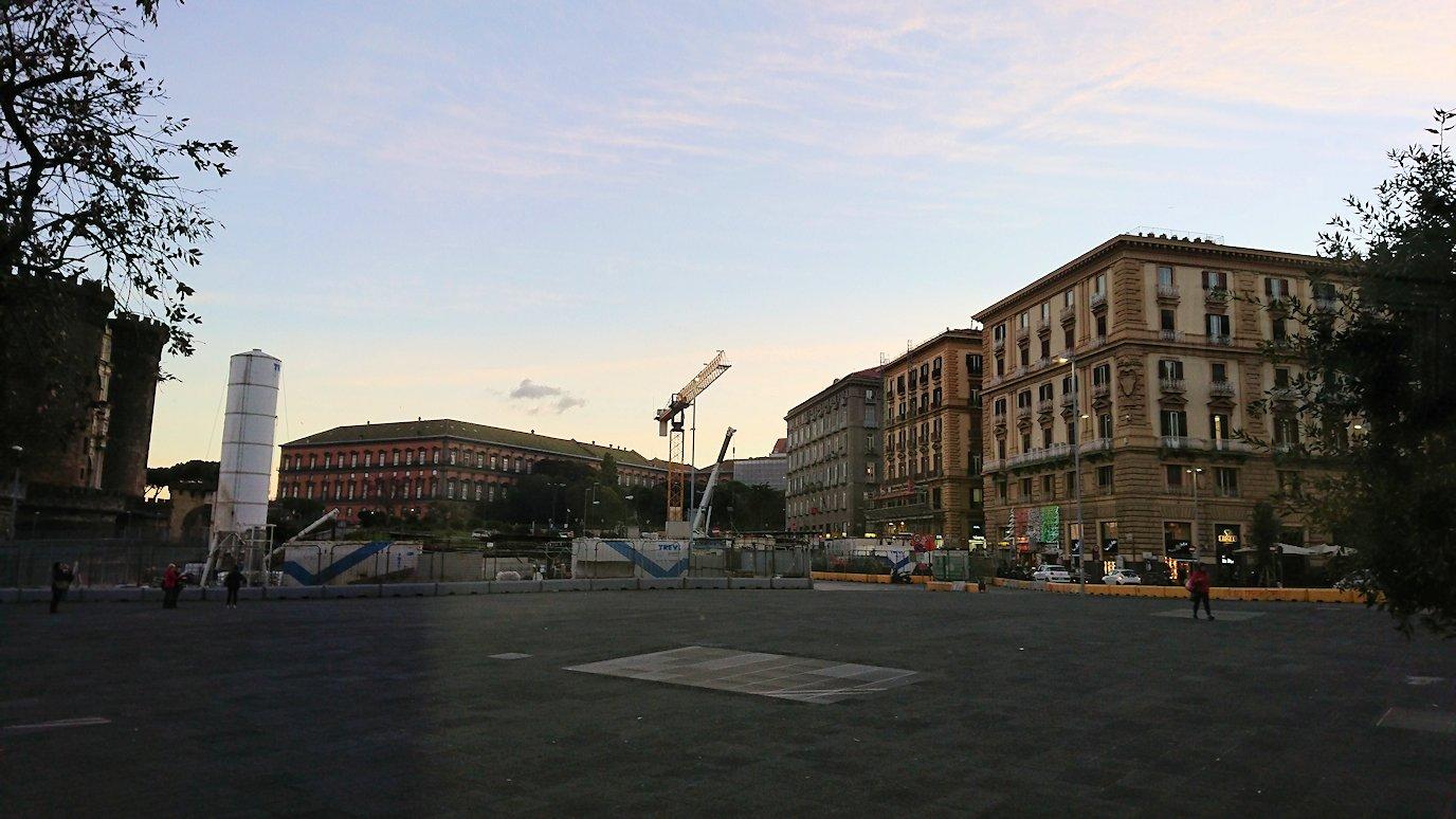 ナポリの道路から見る街並み10