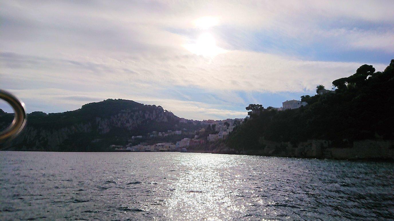 カプリ島から出る船で青の洞窟から戻る際の景色2
