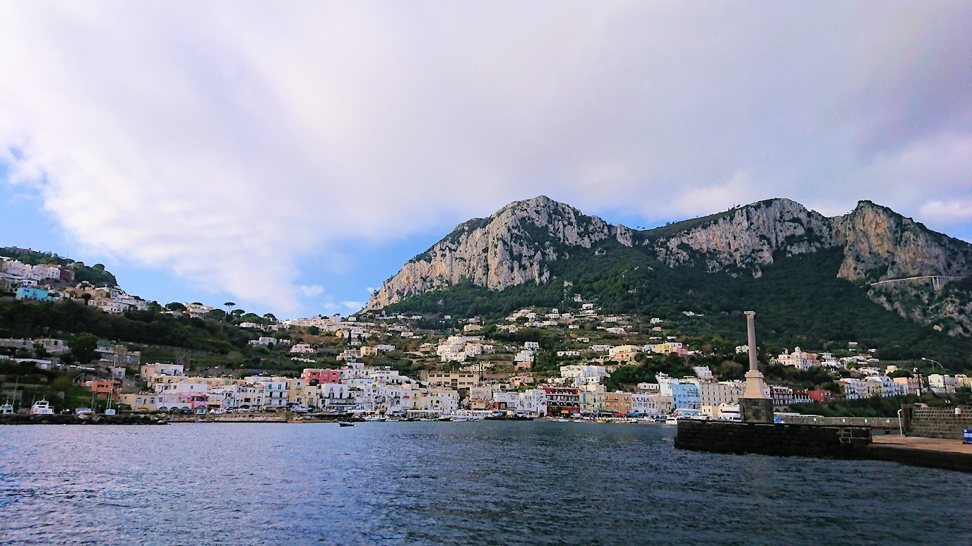 カプリ島から出る船で青の洞窟から戻る際の景色3