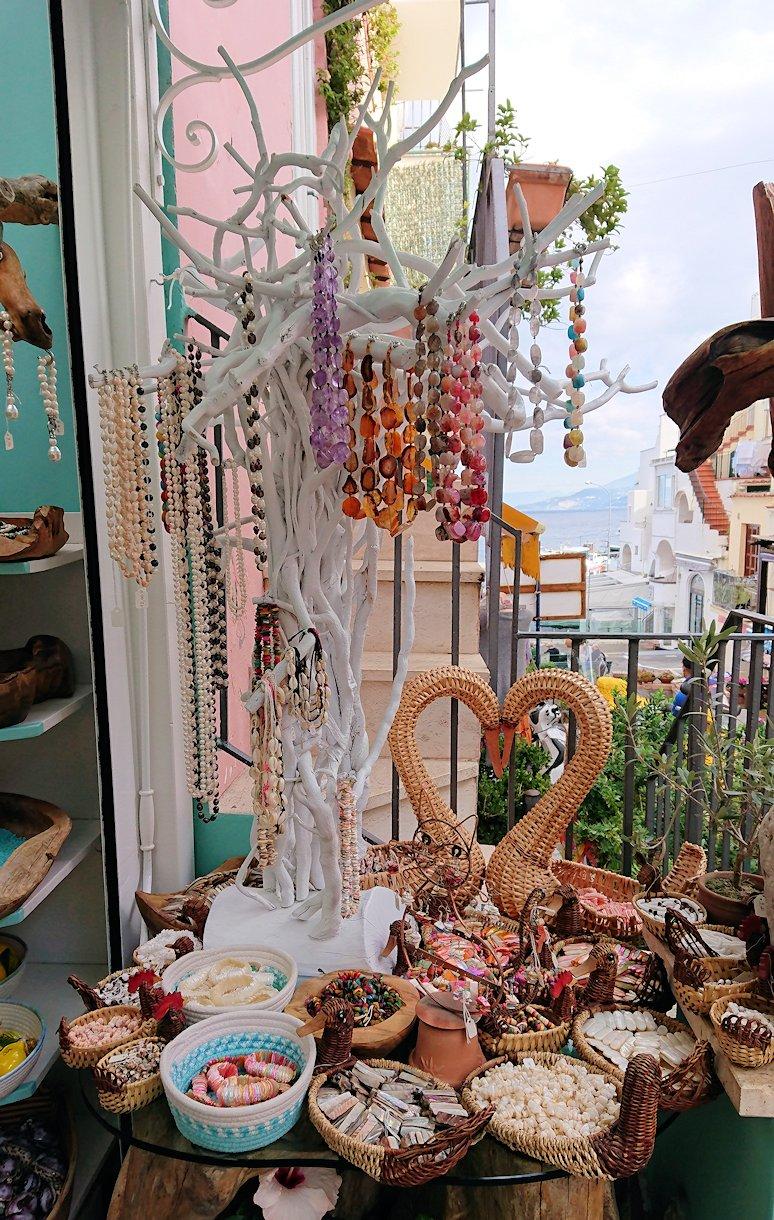 カプリ島のマリーングランデの街にあるお土産物屋さん3