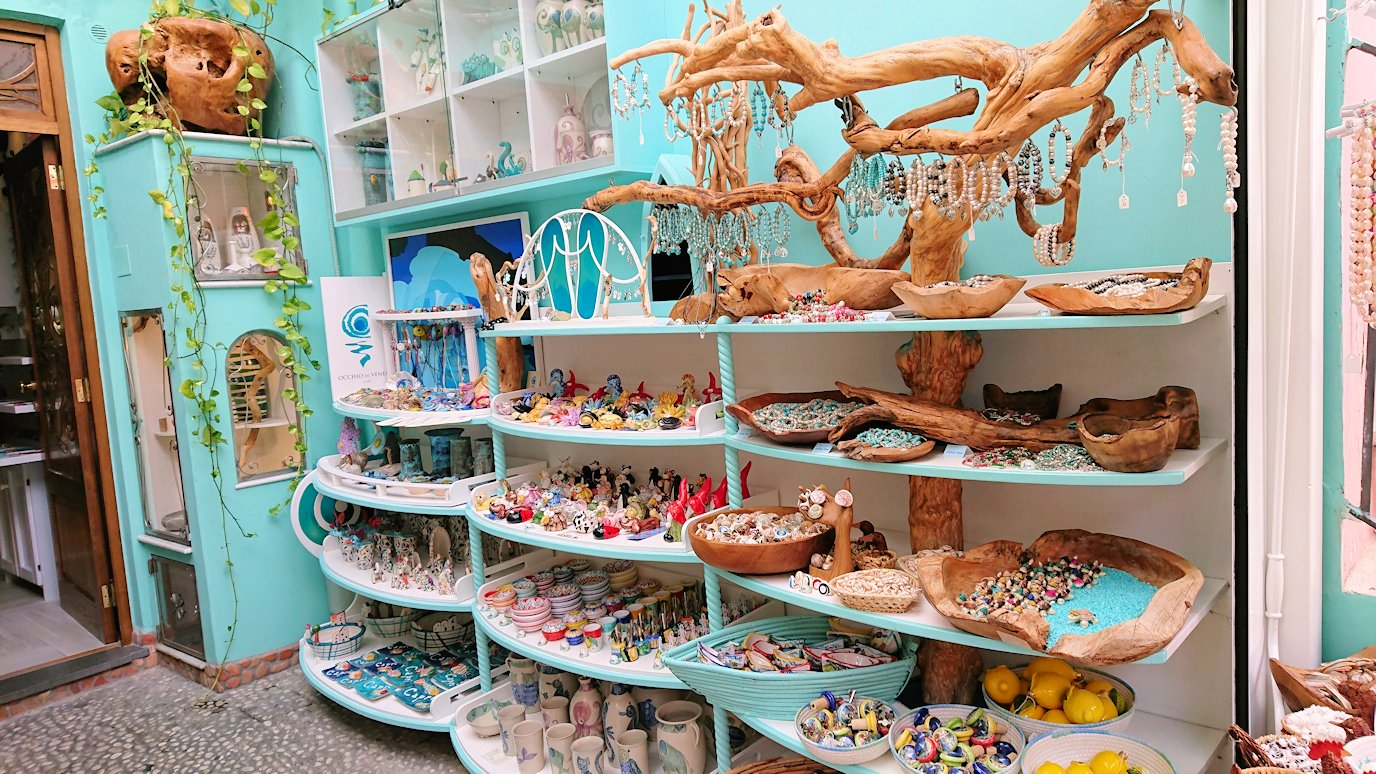 カプリ島のマリーングランデの街にあるお土産物屋さん4