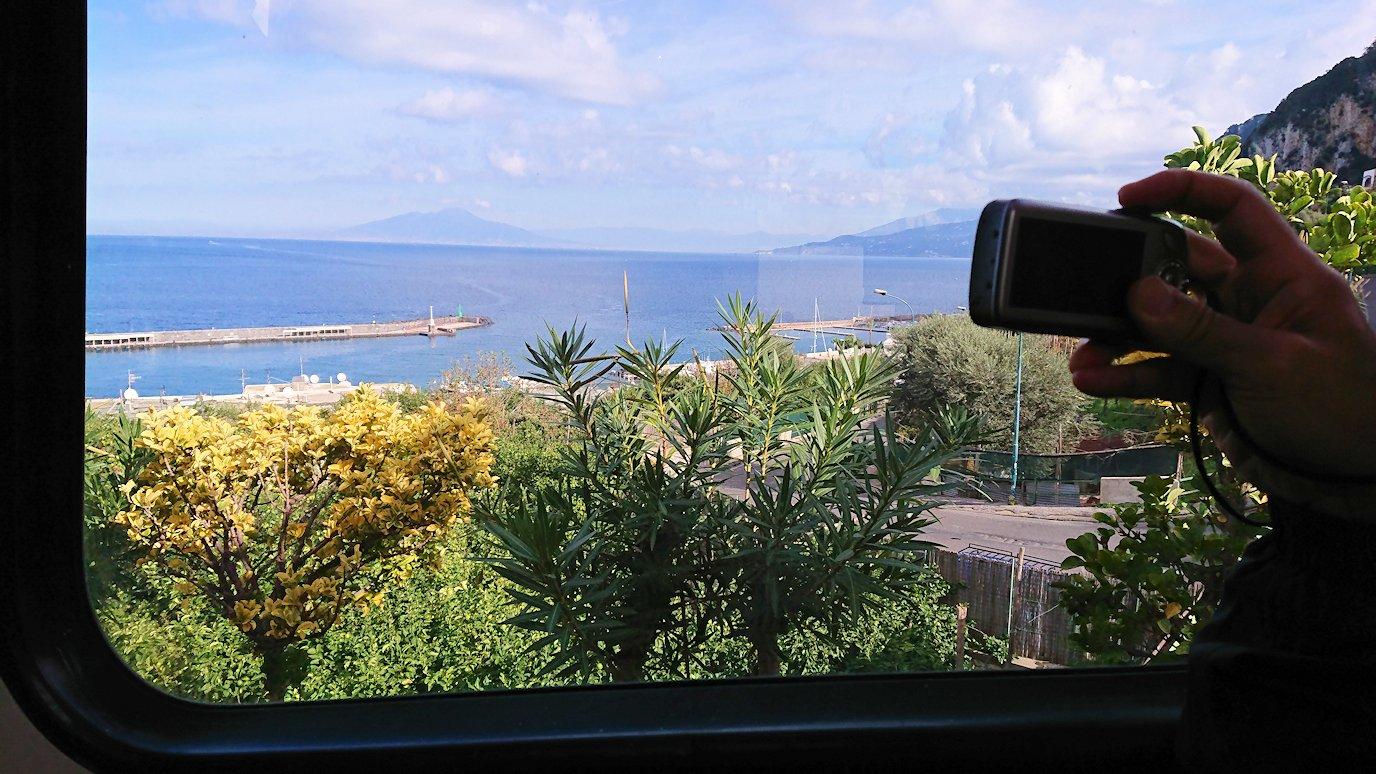 カプリ島のケーブルカーから見た景色2