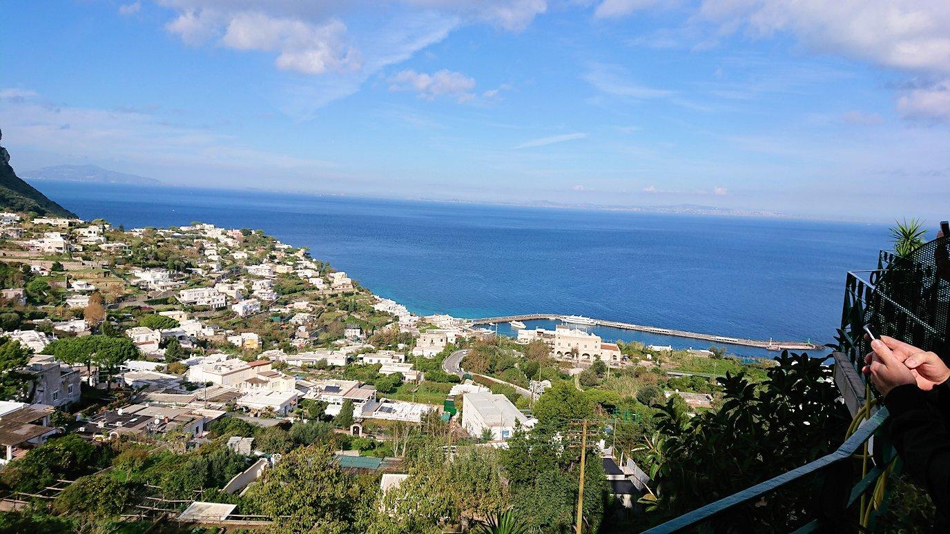 カプリ島のケーブルカーから見た景色3