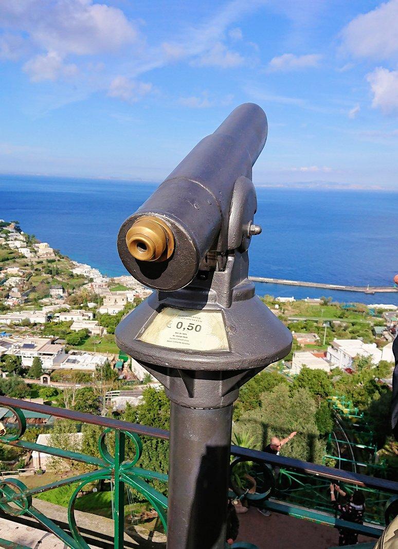 カプリ島のウンベルト1世広場の望遠鏡