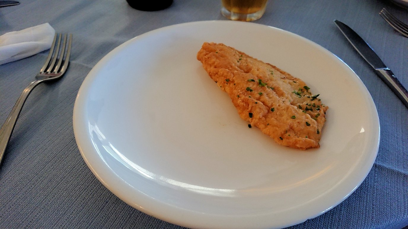 カプリ島のレストラン会場での白身魚3