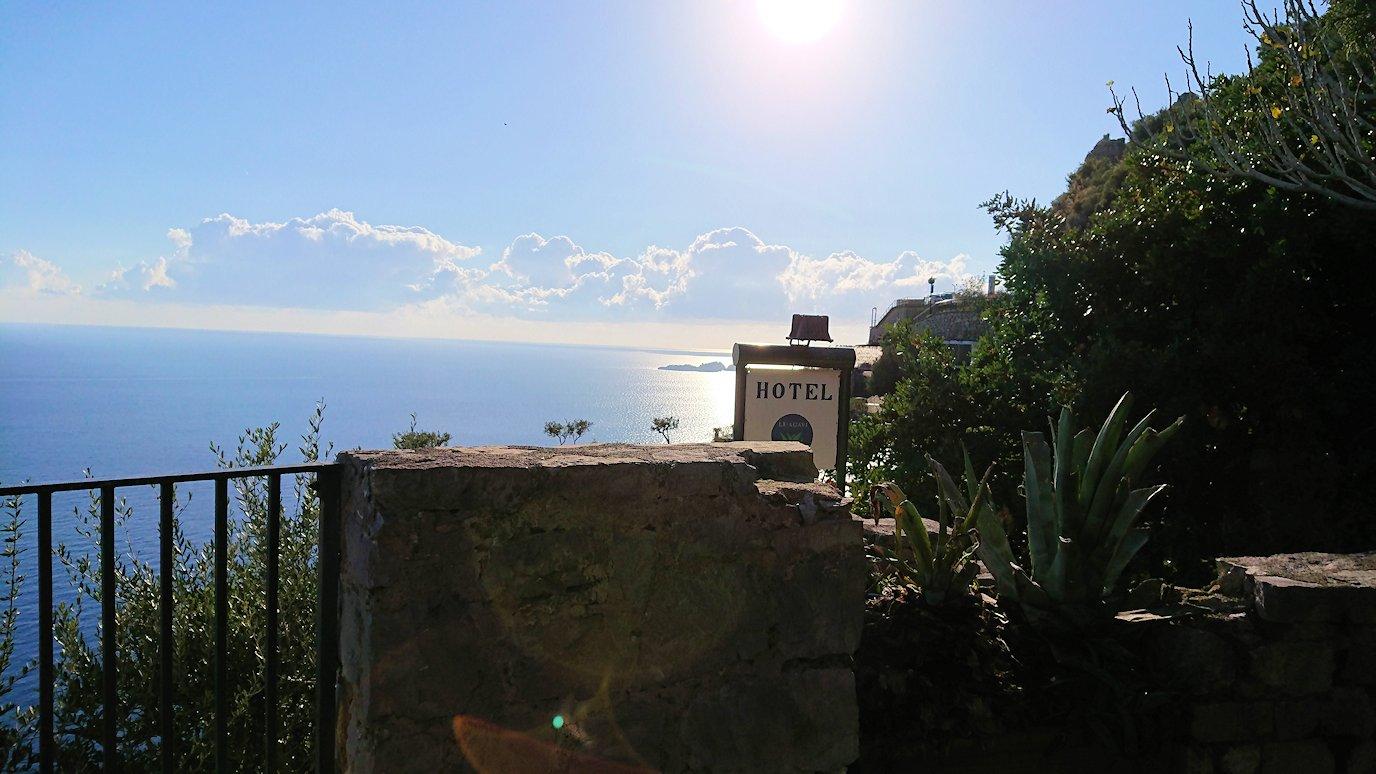 アマルフィ海岸のポジータノ付近で絶景を眺める2