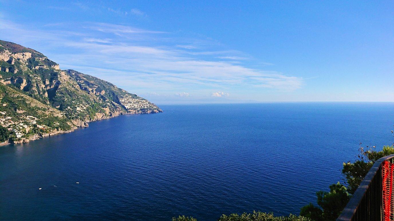 アマルフィ海岸のポジータノ付近で絶景を眺める7