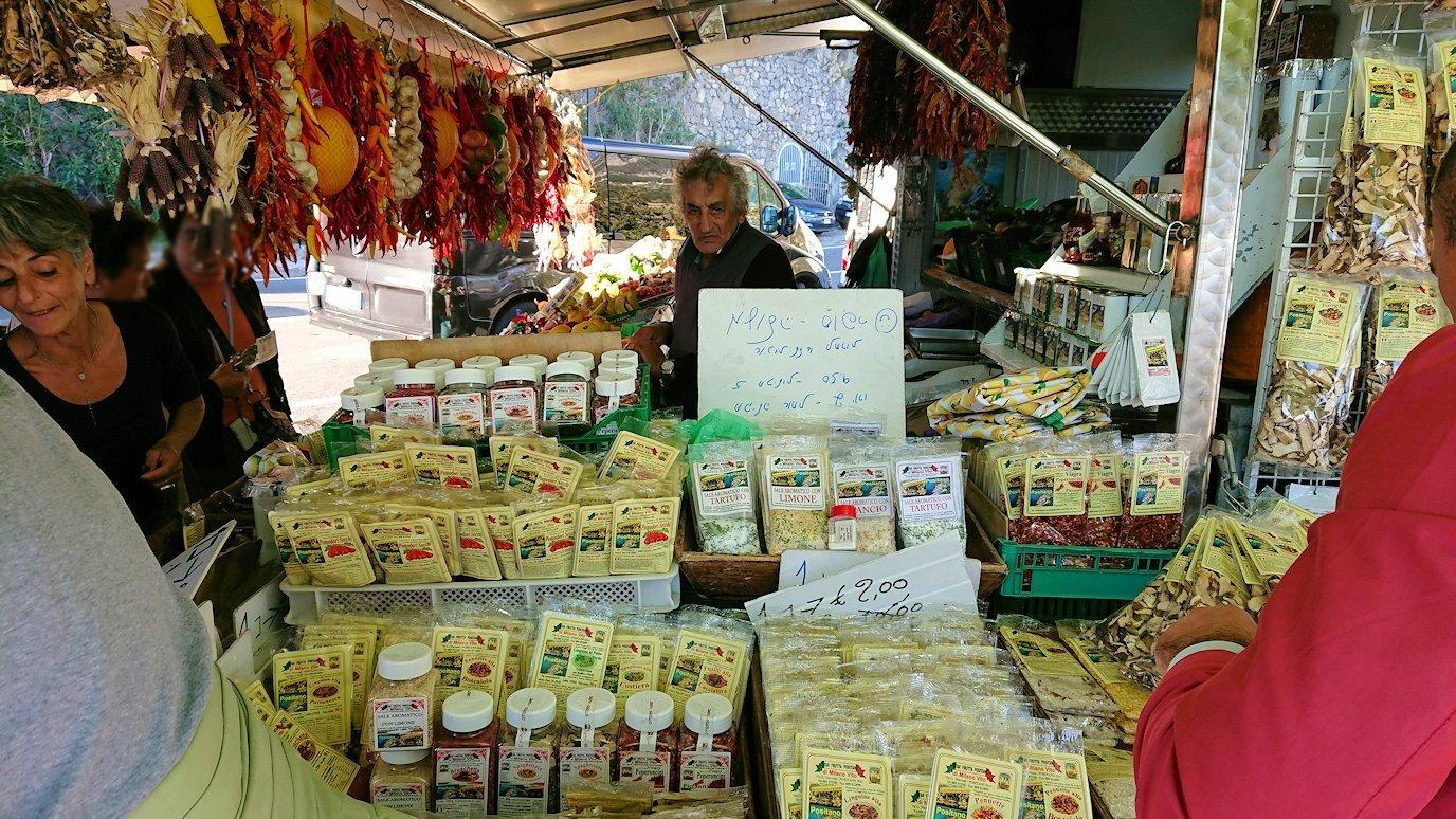 アマルフィ海岸のポジータノ付近の出店の様子
